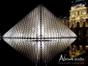 Paris Le Louvre Pyramide